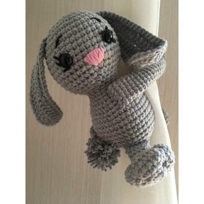 Bunny curtain tieback