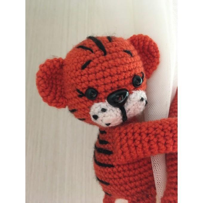 Tiger curtain tieback