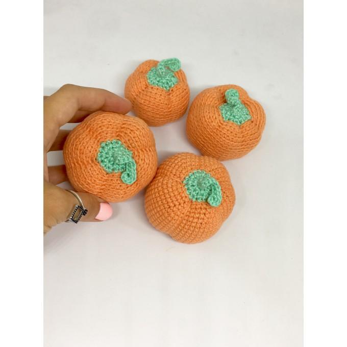 Amigurumi orange pumpkin