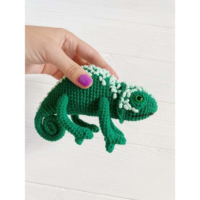Amigurumi chameleon
