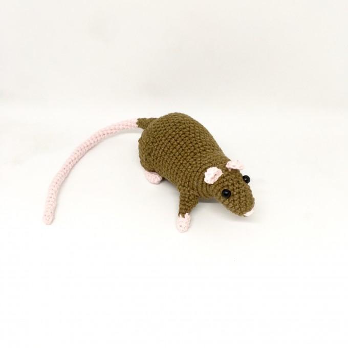 Amigurumi rat brown