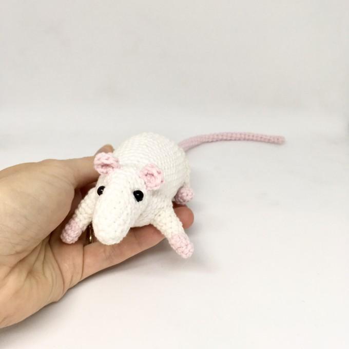 Amigurumi rat white