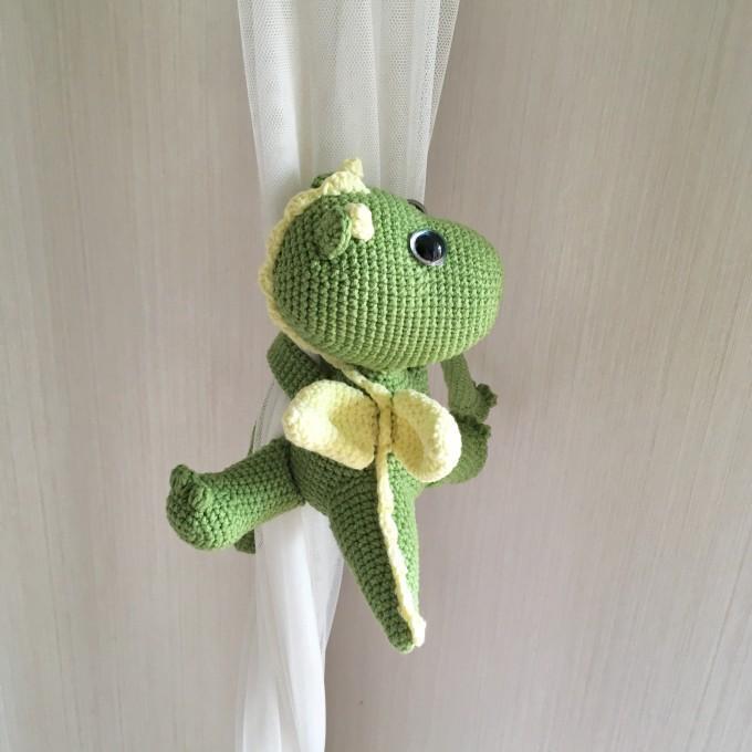 Animal curtain tie back