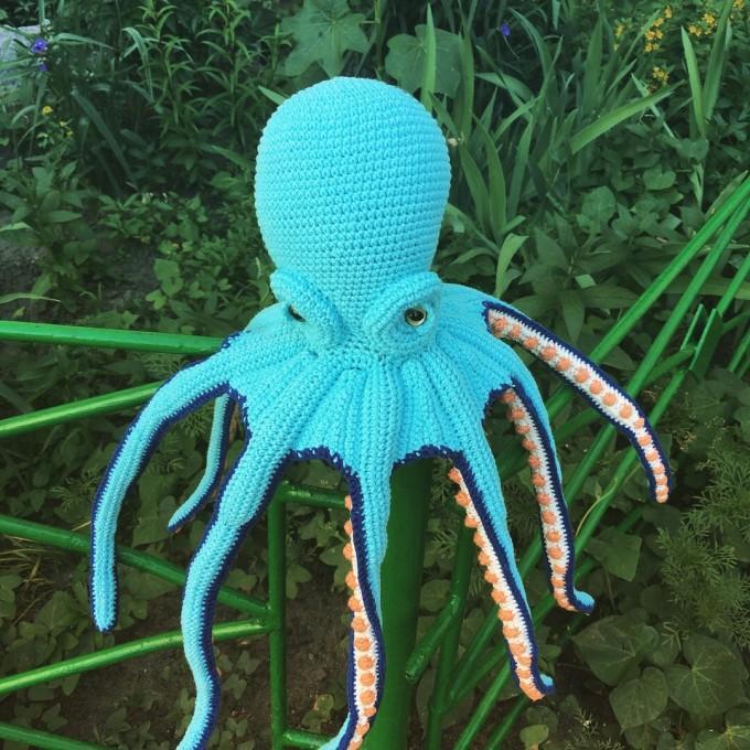 Amigurumi blue octopus