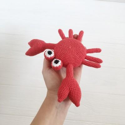 Amigurumi crab