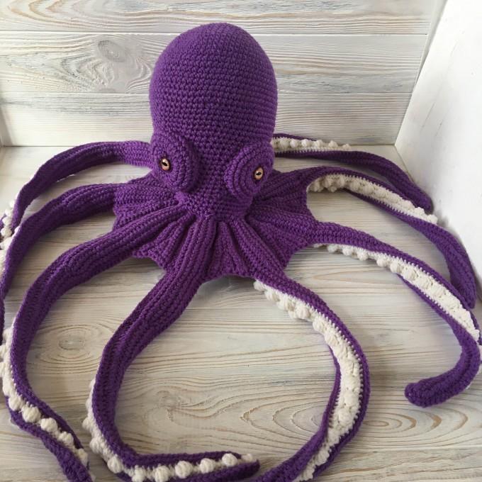 Amigurumi purple octopus