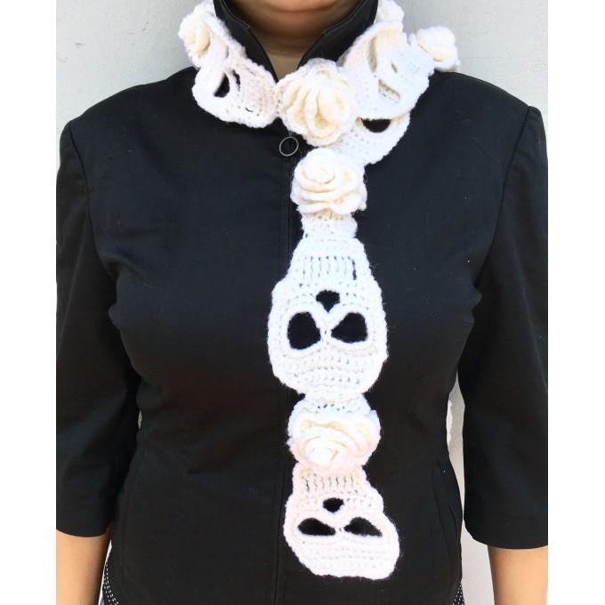 Scarf with skulls and roses