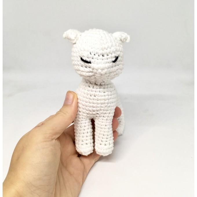 Amigurumi white cat