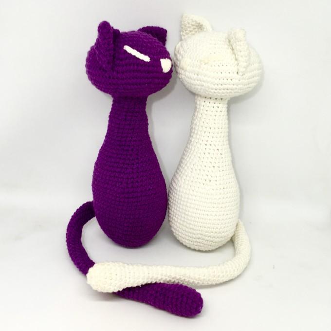 Pair of amigurumi cats